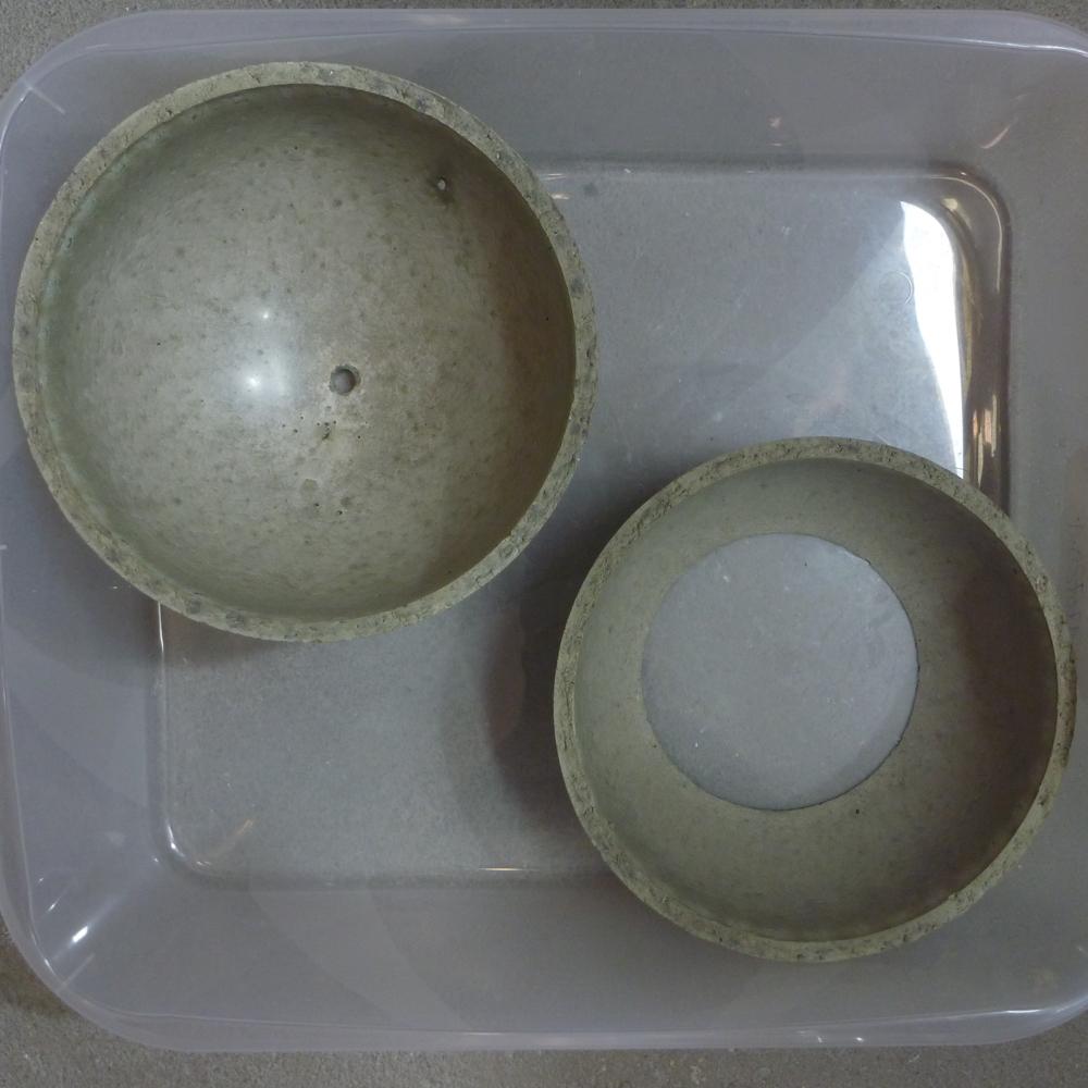 Scutı・shaped